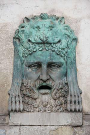 fontaine: guerrier bronze