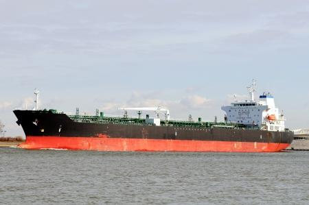 camión cisterna: petrolero en el puerto de Rotterdam Países Bajos