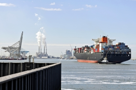 container ship in the harbor of rotterdam netherlands Standard-Bild