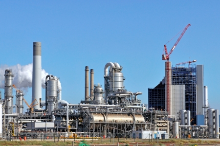 greenhouse gas: oil and chemical refinery Stock Photo