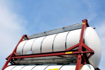 camión cisterna: químico transporte de contenedores Foto de archivo