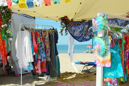 Hippie Ibiza Markt am Strand Standard-Bild - 87099122