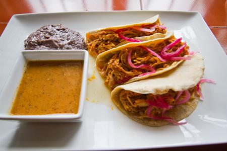 コチニータピビル食べ方メキシカン タコス
