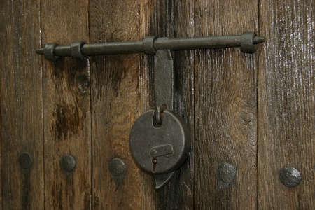 Bolt on old wooden door Imagens - 110260704