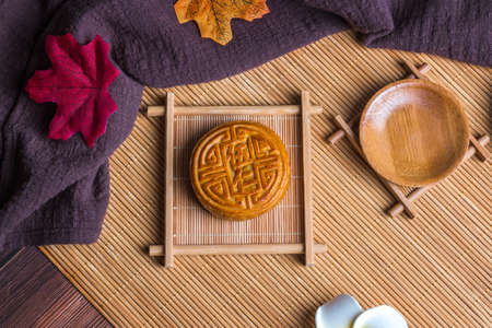 Mid-Autumn Festival moon cake on the plate 版權商用圖片