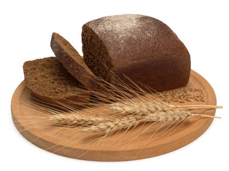 freshly baked black bread and wheat on wooden cutting board isolated on white background, top view 스톡 콘텐츠