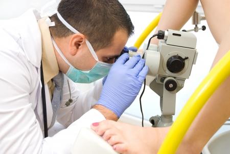 Een gynaecologisch onderzoek Opname van een echte dokter