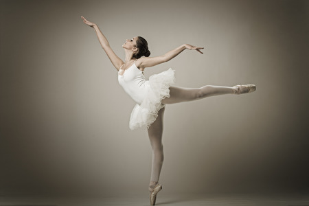 ballet clásico: Retrato de la bailarina de ballet pose