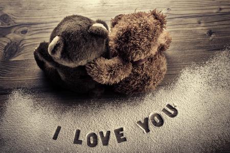 parejas de amor: Osos en el abrazo de amor - D�a de San Valent�n Foto de archivo