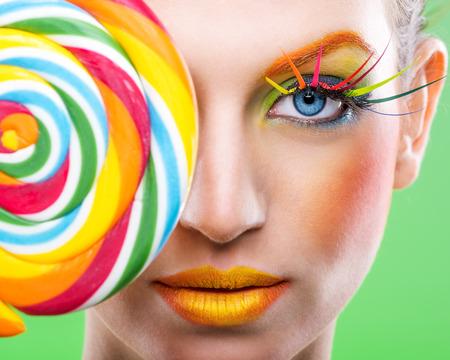 다채로운 트위스트 사탕, 화려한 패션 메이크업 스톡 콘텐츠
