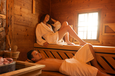sauna: Young couple in sauna
