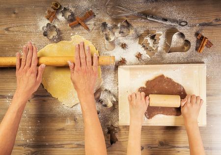 ginger cookies: Navidad para hornear, madre e hija juntos hicieron