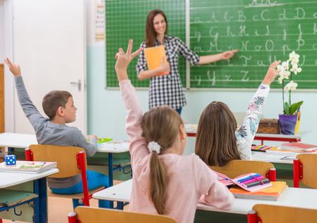 교실에서 교사와 학생 : 교육, 스톡 콘텐츠