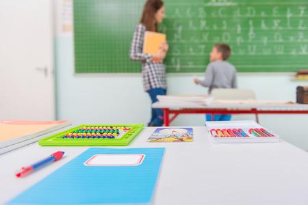 salle de classe: Enseignant et �l�ves dans la salle de classe: l'enseignement, Banque d'images