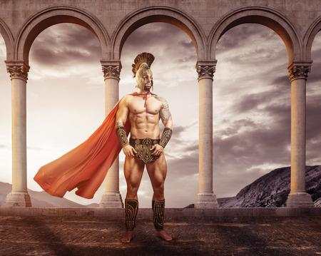 romana: Guerrero medieval de pie delante de los arcos Foto de archivo