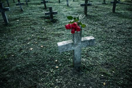 墓地の墓石がたくさん