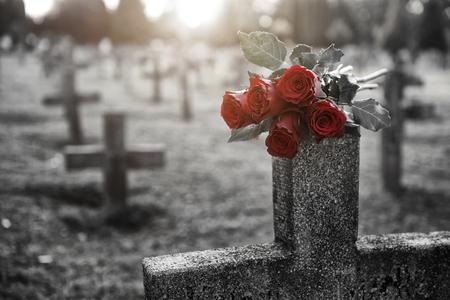 Er zijn veel grafstenen op de begraafplaats Stockfoto