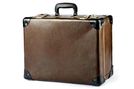 maleta: Maleta de cuero marrón de la vendimia aislado en el fondo blanco Foto de archivo