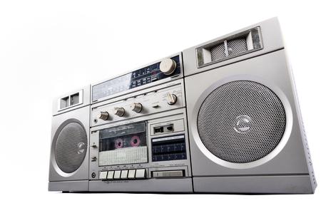 1980 년대 실버 라디오 붐 박스 흰색 배경에 고립 된