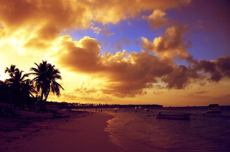 Bavaro 해변, 푼 타 Cana, 도미니카 공화국에서 극적인 일몰