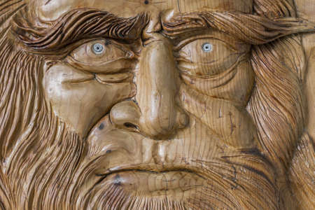 leonardo: Carving in wood, with warm colors and soft, of Leonardo Da Vinci.