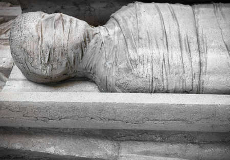Stone statue of a mummy in a coffin Banque d'images