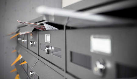 メール ボックスにリーフレットや文字の入力。浅い被写し界深度。 写真素材