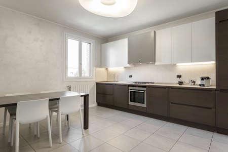 Interieurontwerp van een luxe moderne keuken. Modern stijlvol interieur.