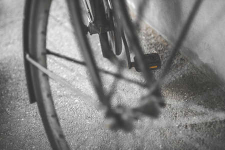 Vintage bicycle wheel. Part of old urban bicycle wheel. Retro style photo. Shallow depth of field.  Banque d'images