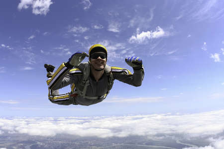 parachuting: The student performs the task skydiver in freefall  Stock Photo