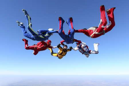 La construcción de un grupo de anillo de paracaidistas en caída libre Foto de archivo