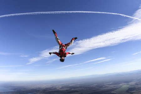 caida libre: Paracaidista en ca�da libre hacia abajo Foto de archivo