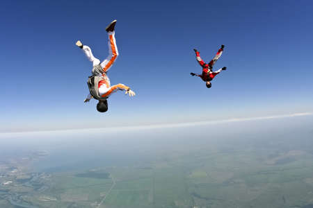 caida libre: Paracaidistas en ca�da libre a construir una figura