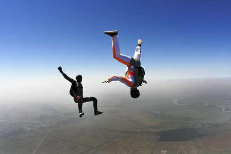 caida libre: Los paracaidistas en ca�da libre a construir una figura