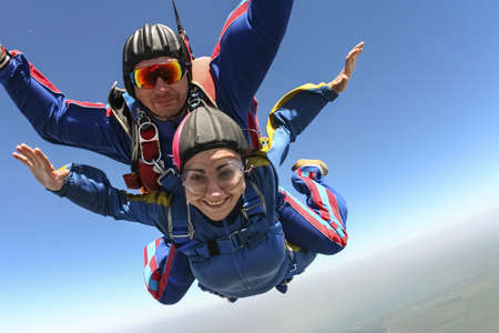 tandem: Tandem jump. Flying in a free fall.