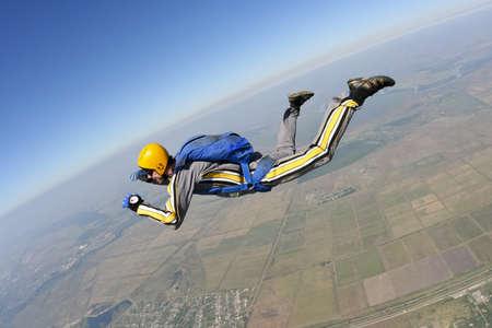 caida libre: El estudiante realiza la tarea paracaidista en ca�da libre.