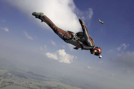 parachuting: Skydiver moves the horizon