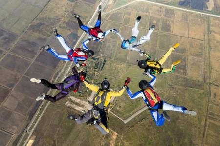 caida libre: Grupo de paracaidistas en caída libre