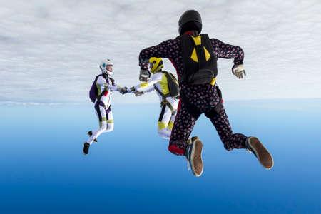 caida libre: Grupo recoge figura paracaidistas en caída libre. Foto de archivo