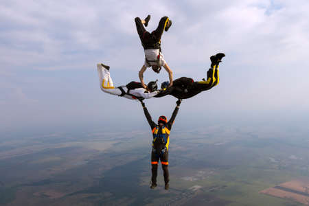 Group collects figure skydivers in freefall. 版權商用圖片