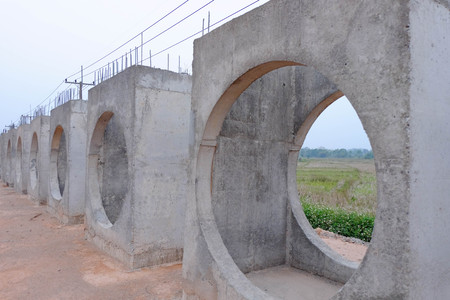 build a concrete drain.Concrete drainage tank .