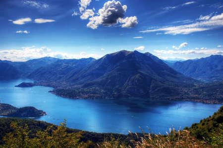 背景に Lugano 湖コモ湖のパノラマ