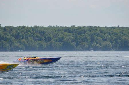 speedboats: Speedboats racing