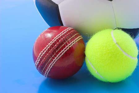 Fútbol, tenis y bolas crickert Foto de archivo