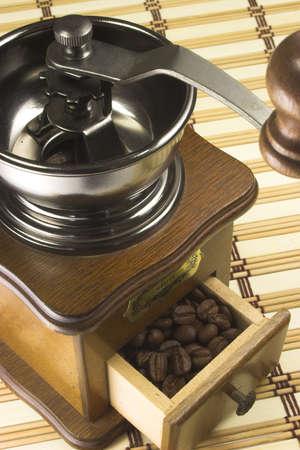 rich flavor: Vintage coffe grinder in brown