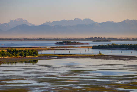 Sunrise in the lagoon of Venice, Italy with Alps 版權商用圖片