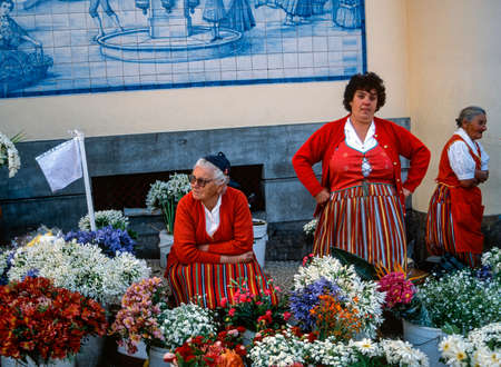 Maderan florists in front of the market hall Editöryel