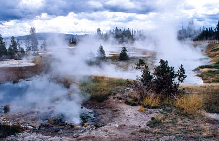Colorful hot spring pools in Yellowstone Park 스톡 콘텐츠