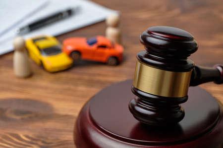 Traffic violation concept by car next to judge hammer. Standard-Bild