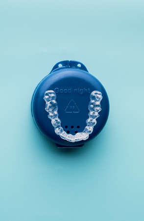 Transparent and invisible dental aligner for orthodontic treatment with blue case Banco de Imagens